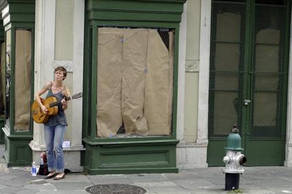 Straßenmusikerin in New Orleans