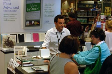 Der eBook-Reader nook wird bei Barnes & Nobles verkauft.