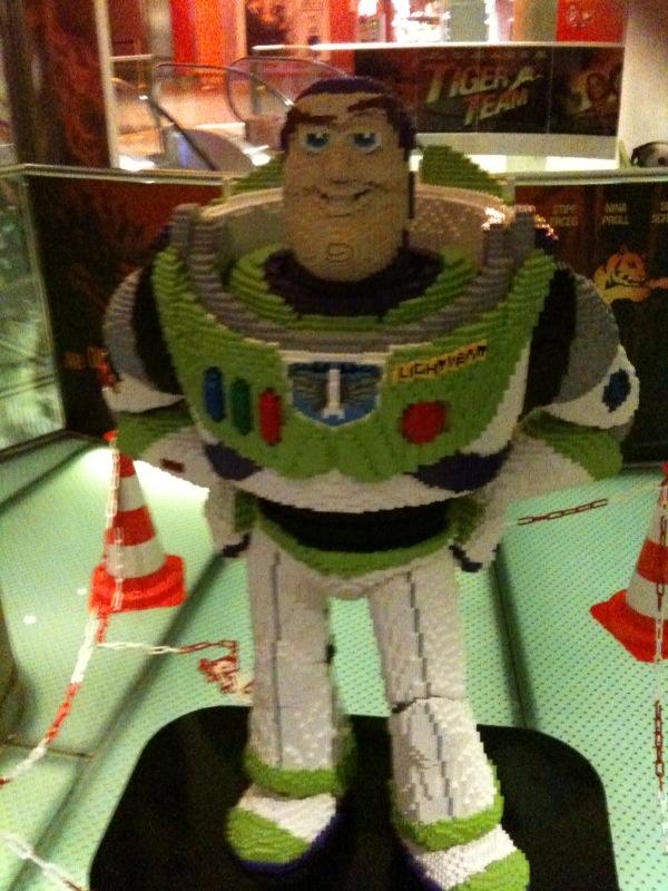 Space Ranger Buzz Lightyear aus Lego.
