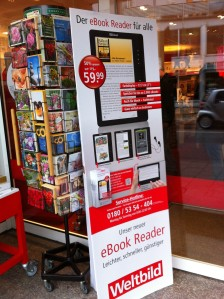 Aufsteller des eBook-Readers in dem örtlichen Weltbild-Laden.