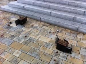 Sprengstoff an der Rathaustreppe.
