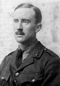 J.R.R. Tolkien im Jahre 1916.  Foto: Wikipedia