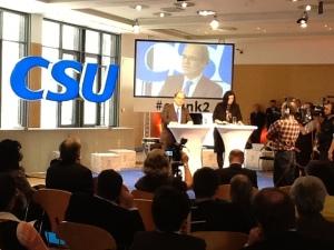 """Dorothee """"Doro"""" Bär und Prof.  Dr. Dirk Heckmann präsentieren das Positionspapier des CSU-Netzrates."""