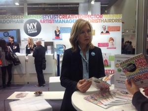 Kerstin Lehmann von L'Oreal am Stand von Ich bin Friseur.