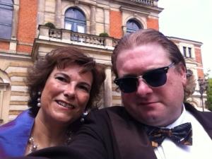 Meine Frau und ich bei Richard Wagner.