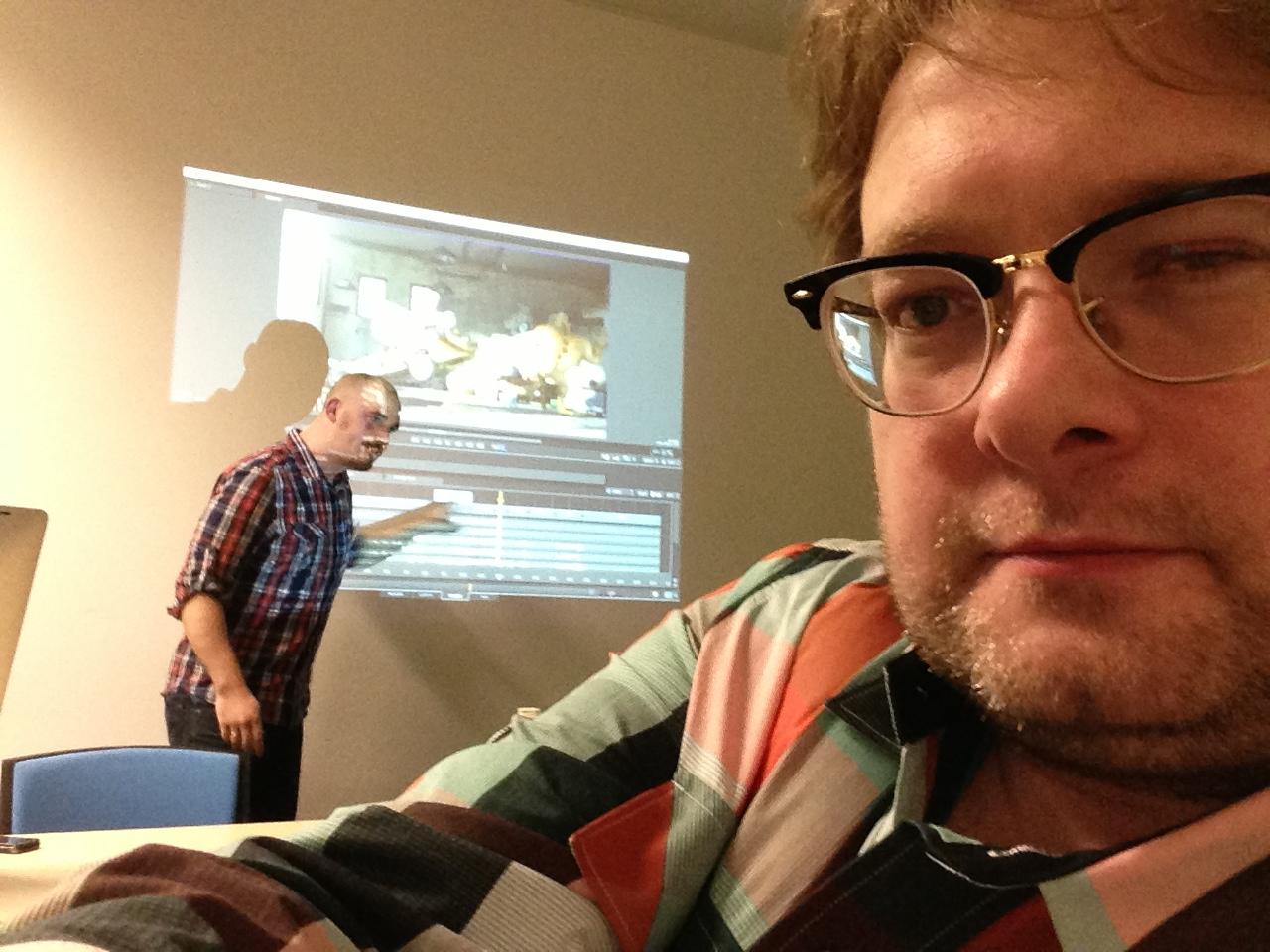Alex Horst (hinten) zeigt, was die Software kann und ich staune.