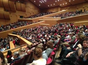 So gut wie ausverkauft ist die Philharmonie im Gasteig, wenn Schwanensee gegeben wurde.