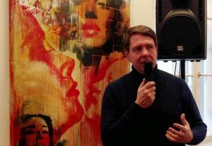 Galerist Harry Mensing in seiner Münchner Galerie.