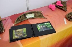 Die Korbmacherin Elisabeth Kaaf zeigte, was mit Holz möglich ist. Wunderbar.