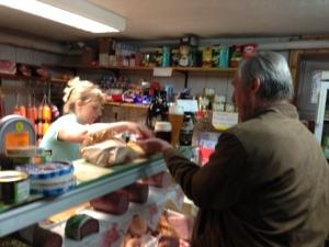 Im Dorfladen gibt es leckere Spezialitäten aus Franken.