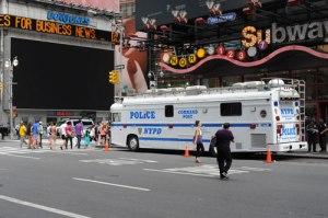 Polizeitrucks mit Technik vollgestopft.