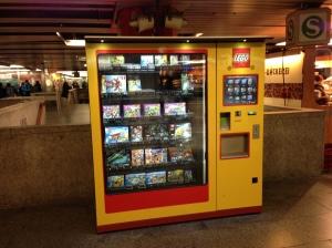 Der Lego-Automat im Untergeschoss des Münchner Hauptbahnhofes.