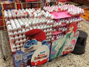 Getrennte Eier für Buben und Mädchen.