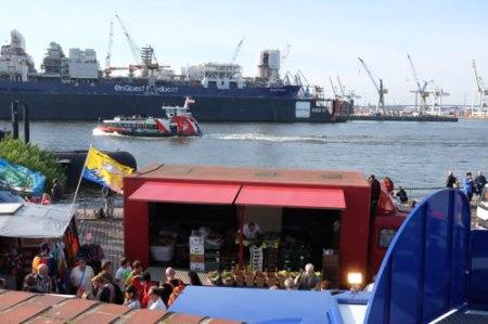 Gegenüber vom Fischmarkt  liegt Hamburgs größte Werbefläche.
