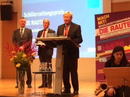 Die Verlegung wurde vorgenommen von Peter Müller (KuMi), Franz Guber und Hans Zehetmair (beide HSS).