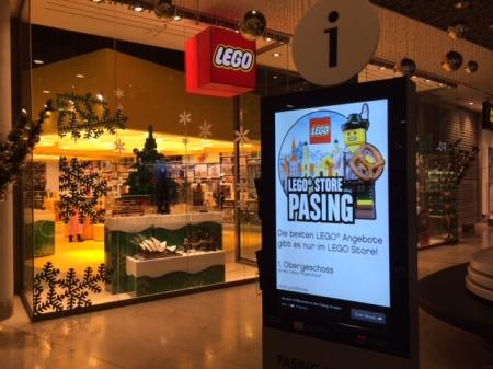 Ankunft im Lego Store.