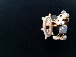 Steamboat Willie als Pin bei mir am Jacket.