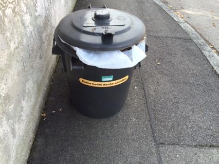 Ich hätte gerne eine E-Mail zur bevorstehenden Leerung der Mülltonne.