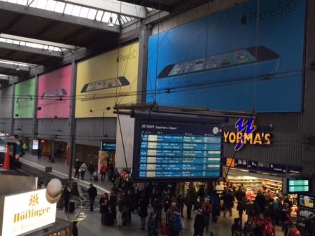iPhone 5c Werbung im Münchner Hauptbahnhof.