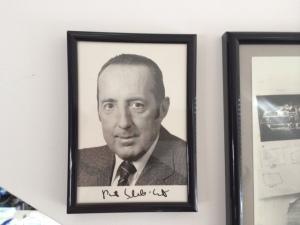 Ich habe ein Autogramm von dem jungen Peter Scholl-Latour im Arbeitszimmer.