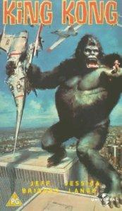 Es gab unterschiedliche Plakate - hier mit Flugzeug, obwohl Hubschrauber den Kong angriffen.
