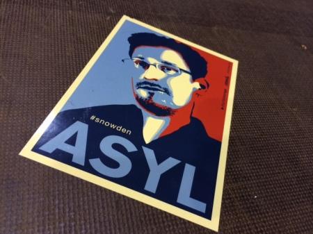 Aufkleber für Snowden gab es haufenweise.