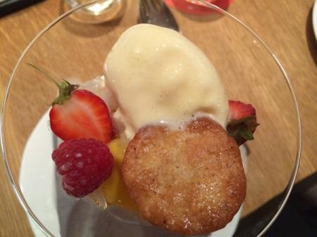 Mojito von der Mango mit Minzgranité und Zitronengras