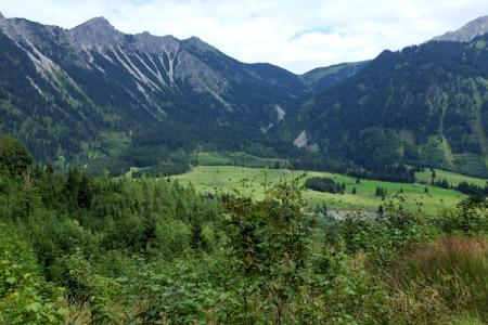 Mein Blick ins Tal vom Höllerundweg.