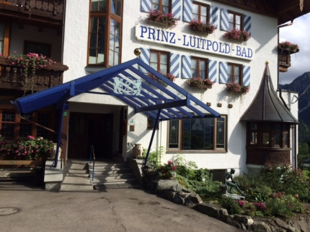 Der freundliche Eingang zum Hotel Prinz Luitpold Bad.