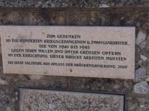 Gedenktafel an der Brücke