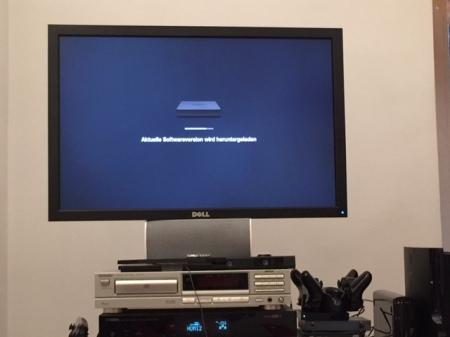 Amazon Fire TV installiert sich.