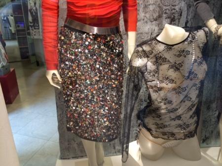 Einkaufen in einem Laden - wie hier Mode für die Frau  - gehört für mich dazu.