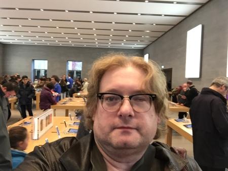 Auch Apple verlässt sich nicht nur auf den Online Store.
