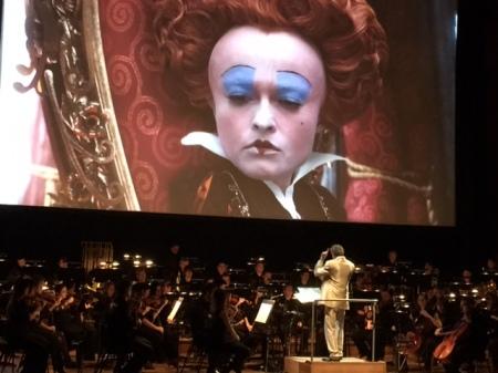 Filmmusikfreunde beobachten das Werk von Helmut Imig.