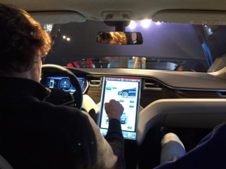 Das ist mal ein iPad - das Cockpit des Tesla.