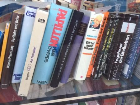 Ich entschied mich für eines der besten Bücher der achtziger Jahre - Tom Wolfe: Fegefeuer der Eitelkeiten.