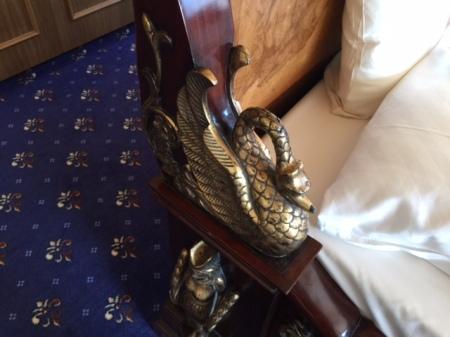 Schwäne am Bett - passt also zu Ludwig II.