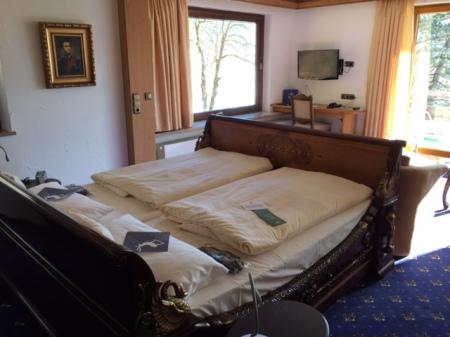Mein Bett aus dem 19. Jahrhundert im Hotel Prinz Luitpold Bad.
