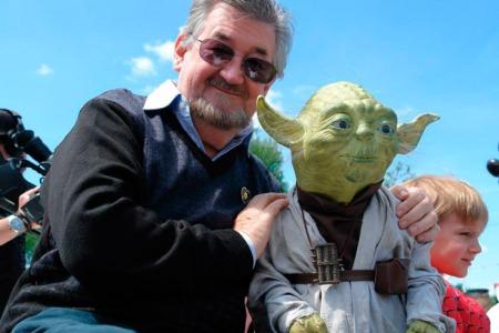 Mal sehen, ob Nick den Yoda dabei hat.