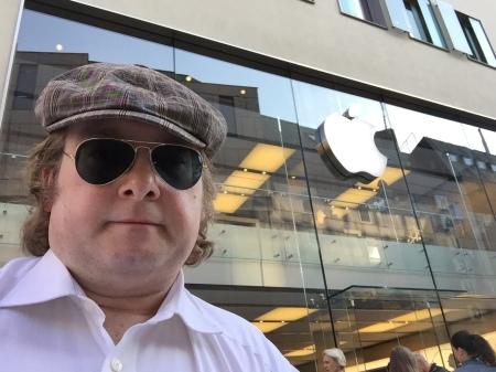 """Ich schaute im Apple Retail Store vorbei, um """"meine"""" Apple Watch anzuprobieren."""