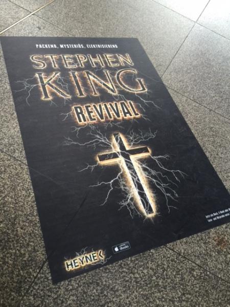 Werbung für den neuen Stephen King am Münchner Hauptbahnhof.