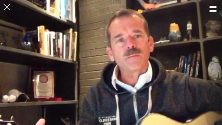 Chris Hadfield ist bei Periscope.