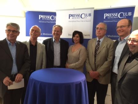 Gruppenbild im PresseClub München.