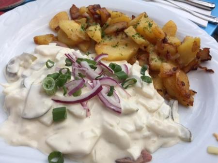 Matjes Hausfrauenart mit Bratkartoffel