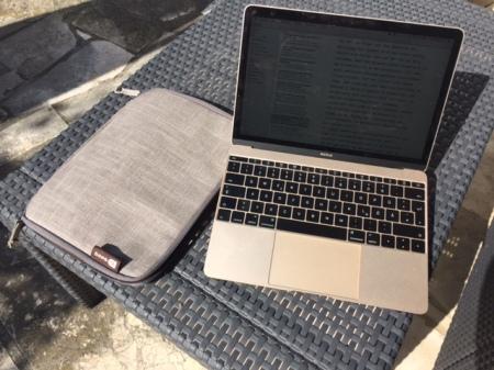 Mein neues MacBook und seine neue Booq-Hülle.