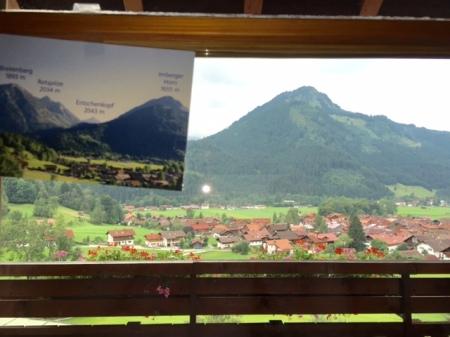 Eine Postkarte klärt über Namen der Berge auf.