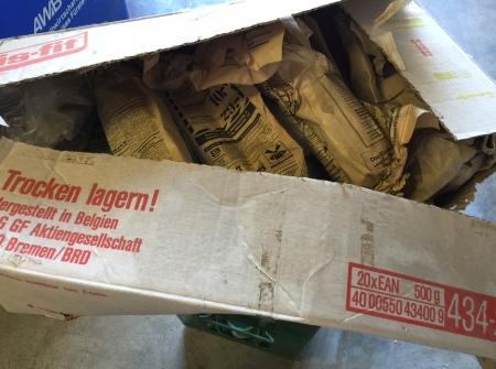 25 Jahre lag diese Kiste mit DDR-Konsumwaren in meiner Garage. Jetzt öffne ich sie.