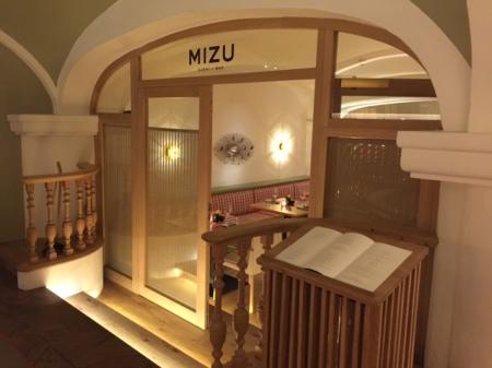 Der Eingang zur MIZU Sushi-Bar.