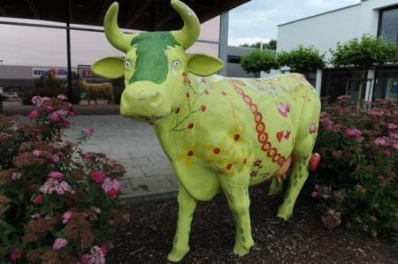 Diese Kuh braucht neue Farbe. Sei dabei beim Malwettbewerb der Metzgerei Moser.