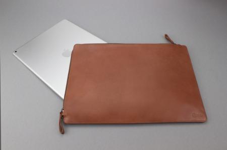 Das iPad Pro in der Ledertasche von CASEual.